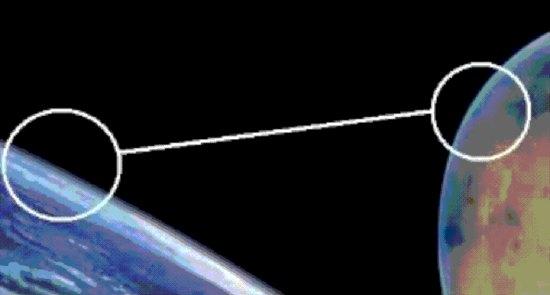Terra a sinistra e Marte a destra