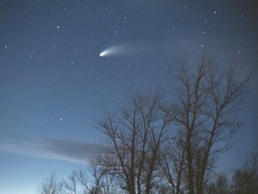 Cielo stellato con la cometa Hale-Bopp
