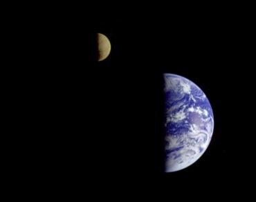 Terra e Luna fotografate dalla sonda Galileo