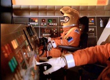 Astronauti con tuta spaziale in Spazio 1999