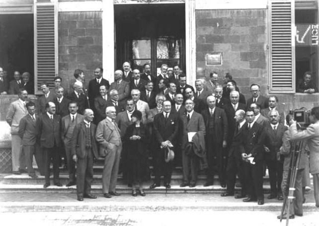 Partecipanti al Congresso Internazionale di Fisica Nucleare di Roma (11-17 ottobre 1931) Fra i partecipati si notano Marie Curie, Guglielmo Marconi, Enrico Fermi e Quirino Majorana