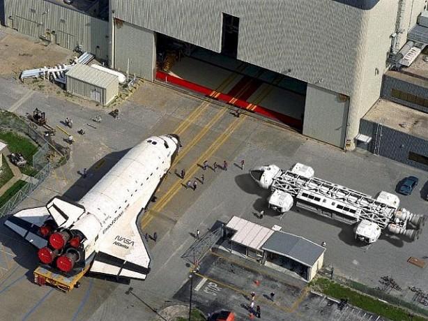 Dimensione di un'aquila comparata allo Space Shuttle