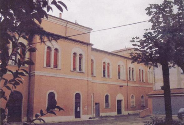 Una ex caserma in vendita a Bologna