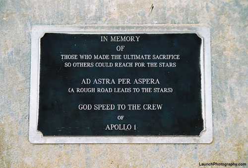 Placca in memoria dell'Apollo 1