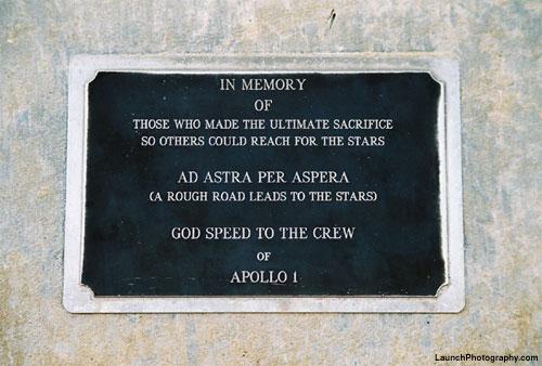 Placca in memoria dell'Apollo 1