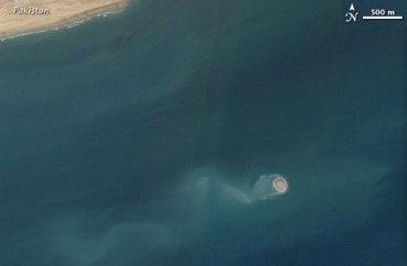 Isola in Pachistan dopo il terremoto - satellite