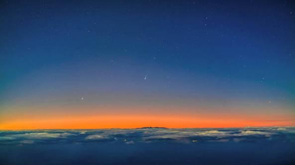 Cometa ISON C/2012 S1 fotografata il 24 novembre 2013 all'alba.
